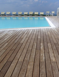 Parquet utilizzato per bordo piscine